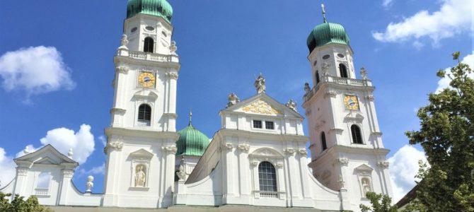 Dreiflüssestadt Passau: Sahnetortenhäuser und die größte Orgel der Welt