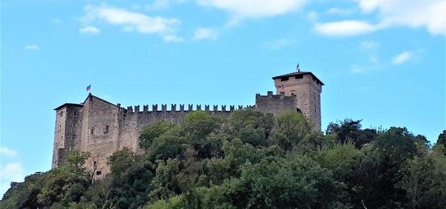 Rocca di Angera am Lago Maggiore: Mittelalterliche Burg mit Spielzeugmuseum