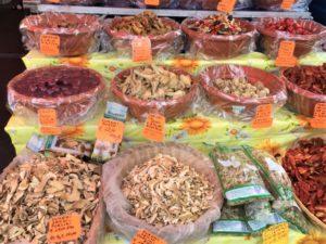 Lago Maggiore Markt in Luino Bild 4 bearbeitet klein