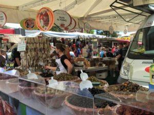Lago Maggiore Markt in Luino Bild 5 bearbeitet klein
