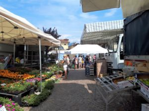 Markt in Stresa Bild 5 bearbeitet klein